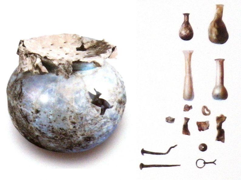 Urnes et leurs contenu trouvé à Egnazia
