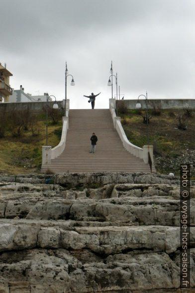 Escalier monumental et la statue de Domenico Modugno. Photo © André M. Winter