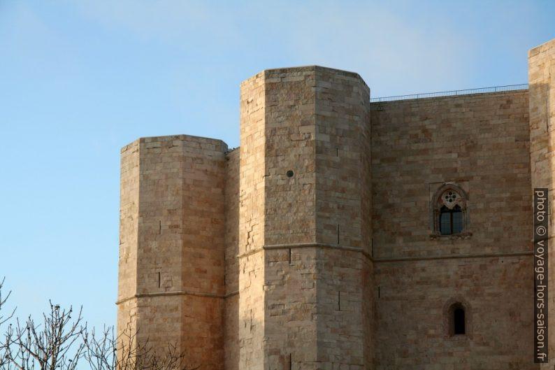 Tours octogonales du Castel del Monte. Photo © André M. Winter