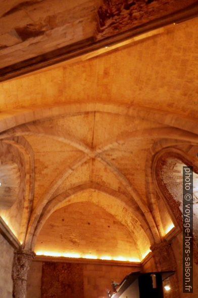 Chambre trapézoïdale du rez-de-chaussée du Castel del Monte. Photo © André M. Winter