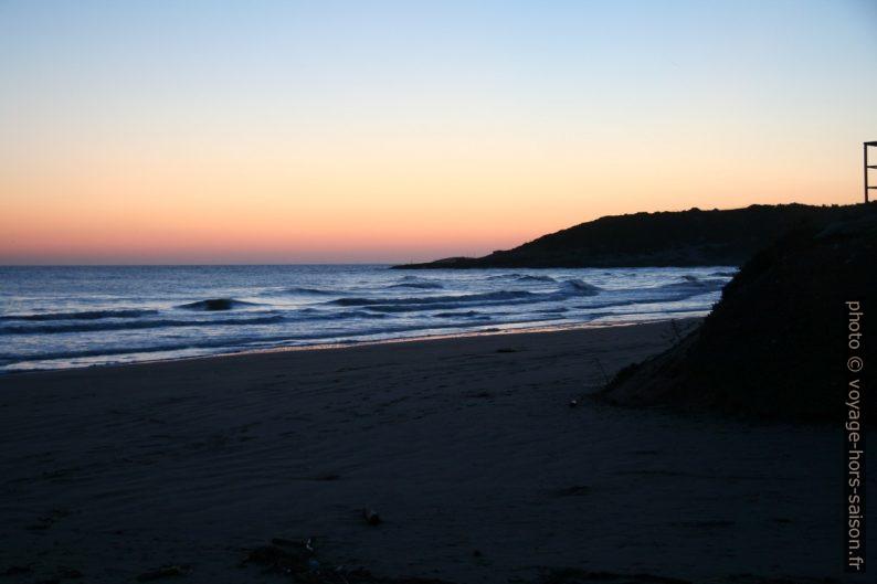 Lever de soleil sur la Spiaggia di Sfinale. Photo © Alex Medwedeff