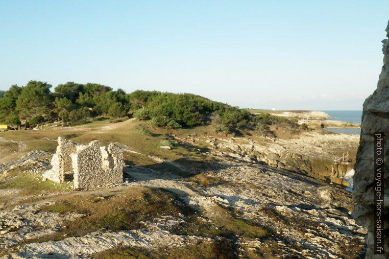 Vue de la côte de la Torre di Sfinale. Photo © André M. Winter