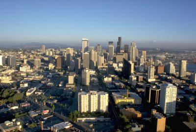 Downtown Seattle et le Mount Rainier. Photo © André M. Winter