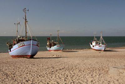 Bateaux de pêche sur la plage de Nørre Vorupør. Photo © André M. Winter