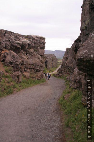 Le chemin dans l'Almannagjá. Photo © André M. Winter