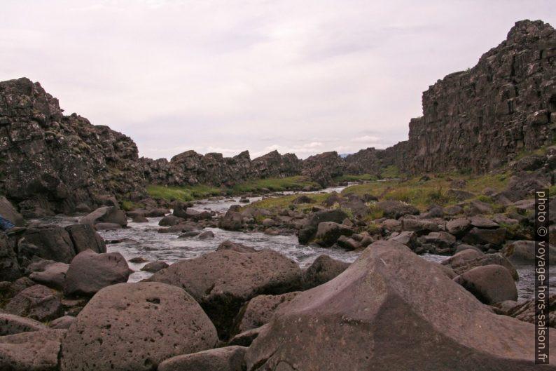 La rivière Öxará en aval de la cascade Öxarárfoss. Photo © André M. Winter
