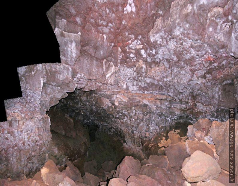 Dans le tunnel de lave Gjábakkahellir. Photo © André M. Winter