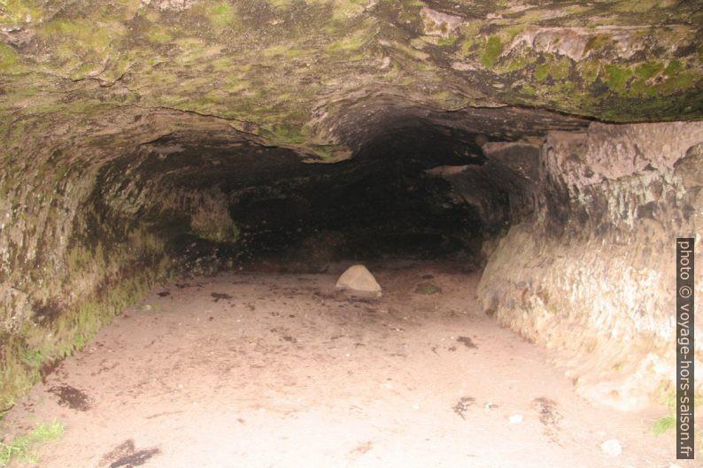 Grotte gauche de Laugarvatnshellar. Photo © André M. Winter