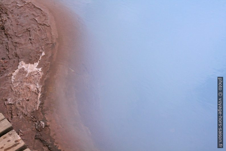 Couleur de l'eau de la source Blesi. Photo © André M. Winter