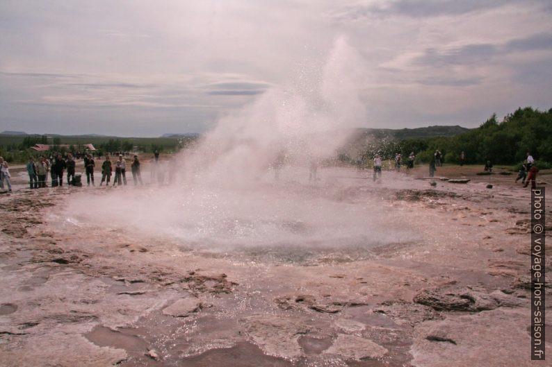 Fin d'une éruption du Strokkur. Photo © André M. Winter