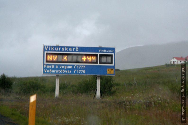Affichage de la force du vent et de la température sur les cols. Photo © André M. Winter