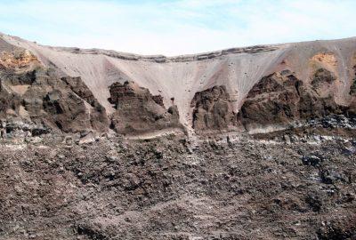 Cratère est intérieur du Vésuve. Photo © André M. Winter