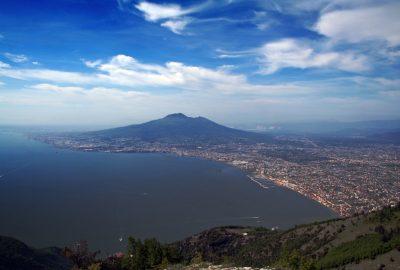 Le Golfe von Naples et le Vésuve. Photo © André M. Winter