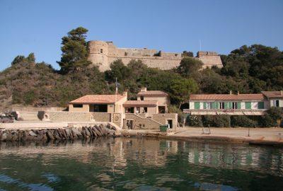 Fort du Moulin sur Port-Cros. Photo © André M. Winter