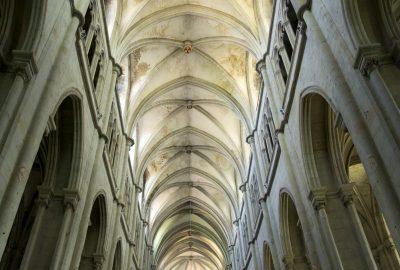 Voûte de l'église abbatiale de St. Antoine. Photo © Alex Medwedeff