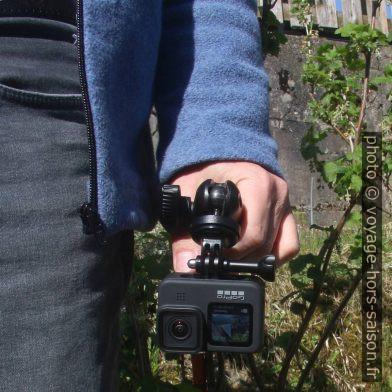 GoPro 9 sur trépied Manfrotto dans la main vers le bas. Photo © André M. Winter