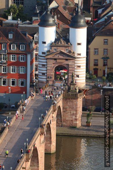 Porte sud du Vieux Pont de Heidelberg. Photo © André M. Winter