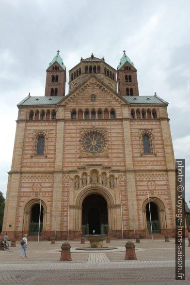 La façade principale de la cathédrale de Speyer. Photo © Alex Medwedeff