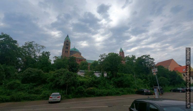 La cathédrale vue du parking. Photo © André M. Winter