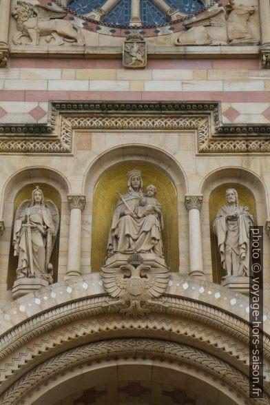 Statues de la façade principale de la cathédrale de Speyer. Photo © Alex Medwedeff