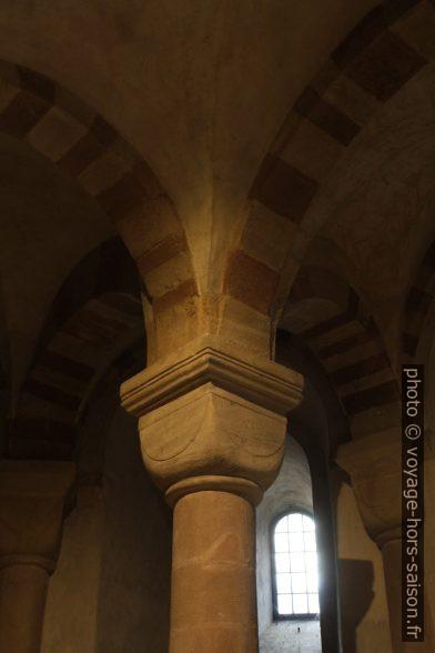 Une colonne de la crypte de Speyer. Photo © Alex Medwedeff