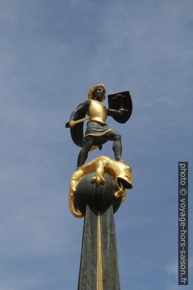 Statuette sur le fontaine de la place principale de Speyer. Photo © Alex Medwedeff