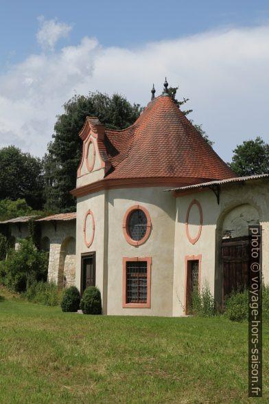Pavillon décoratif dans le mur d'enceinte du couvent d'Inzigkofen. Photo © Alex Medwedeff