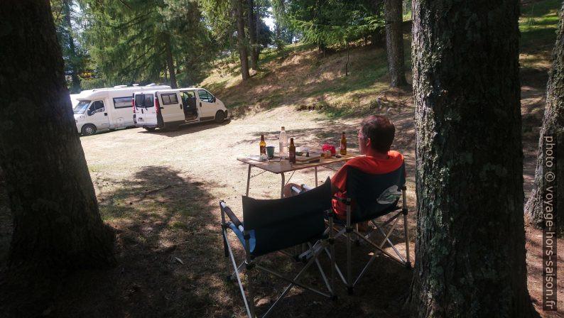 Notre Trafic installé au Camping Argegna. Photo © Alex Medwedeff
