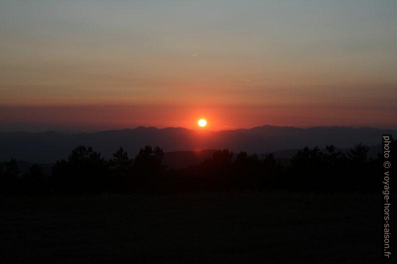 Coucher du soleil au Monte Argegna. Photo © Alex Medwedeff