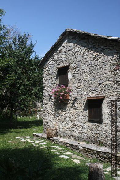 Une maison en pierre de Campocatino. Photo © Alex Medwedeff