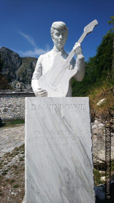 Statue de David Bowie à Campocatino. Photo © André M. Winter
