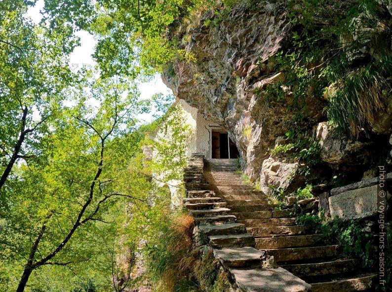Escalier montant vers la Chapelle de San Viviano. Photo © André M. Winter