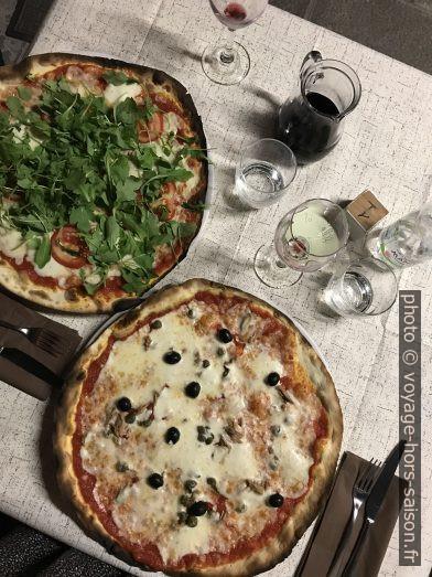 Pizza au Ristorante La Rosa dei Venti. Photo © Alex Medwedeff