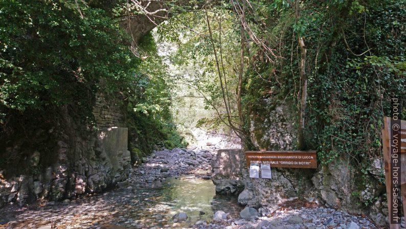 Accès aux gorges Orrido di Botri. Photo © André M. Winter